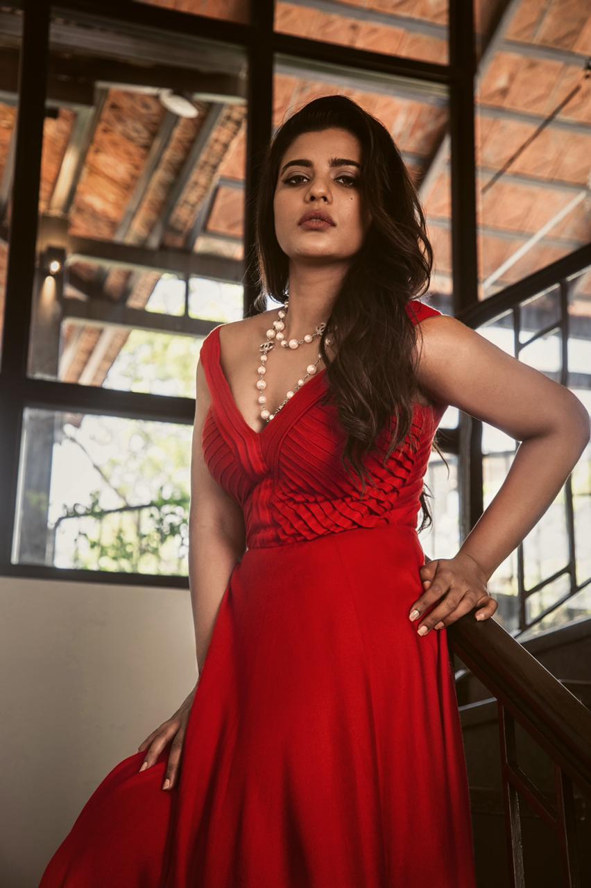 Actress Aishwarya Rajesh hot pictures