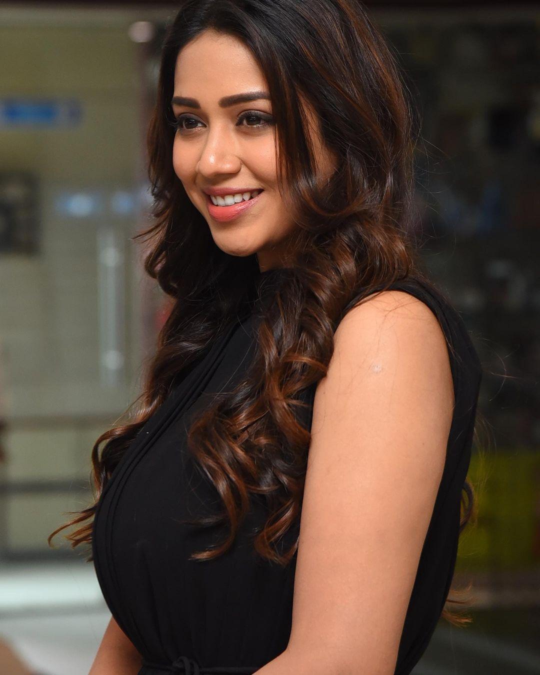 Gorgeous Actress Nivetha Pethuraj latest snaps!