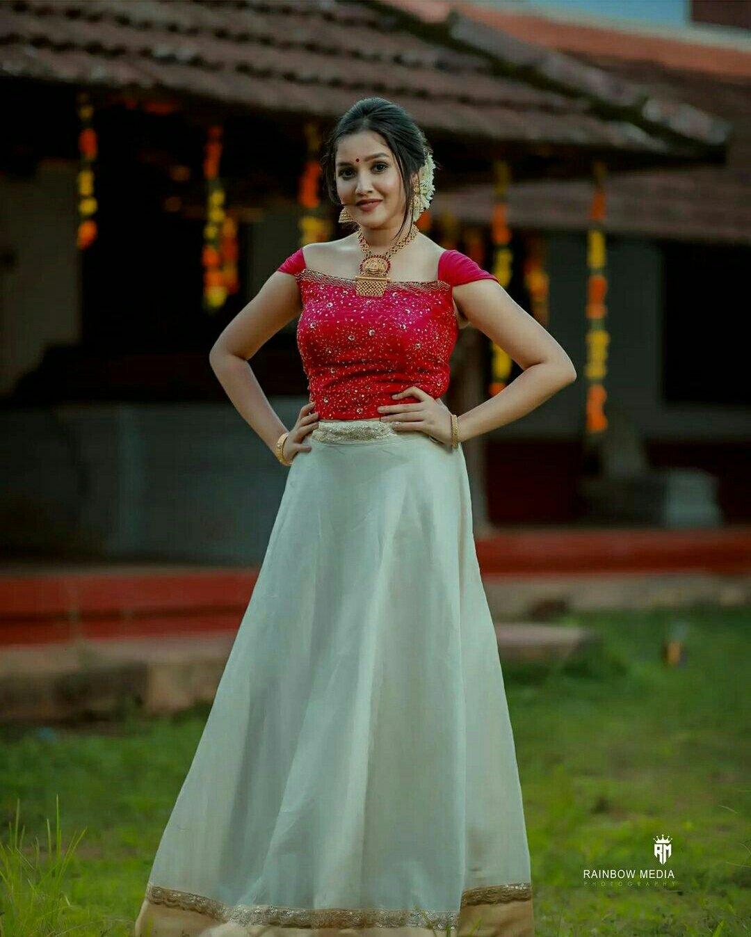 Actress  Anikha Surendran Onam celebration photos2