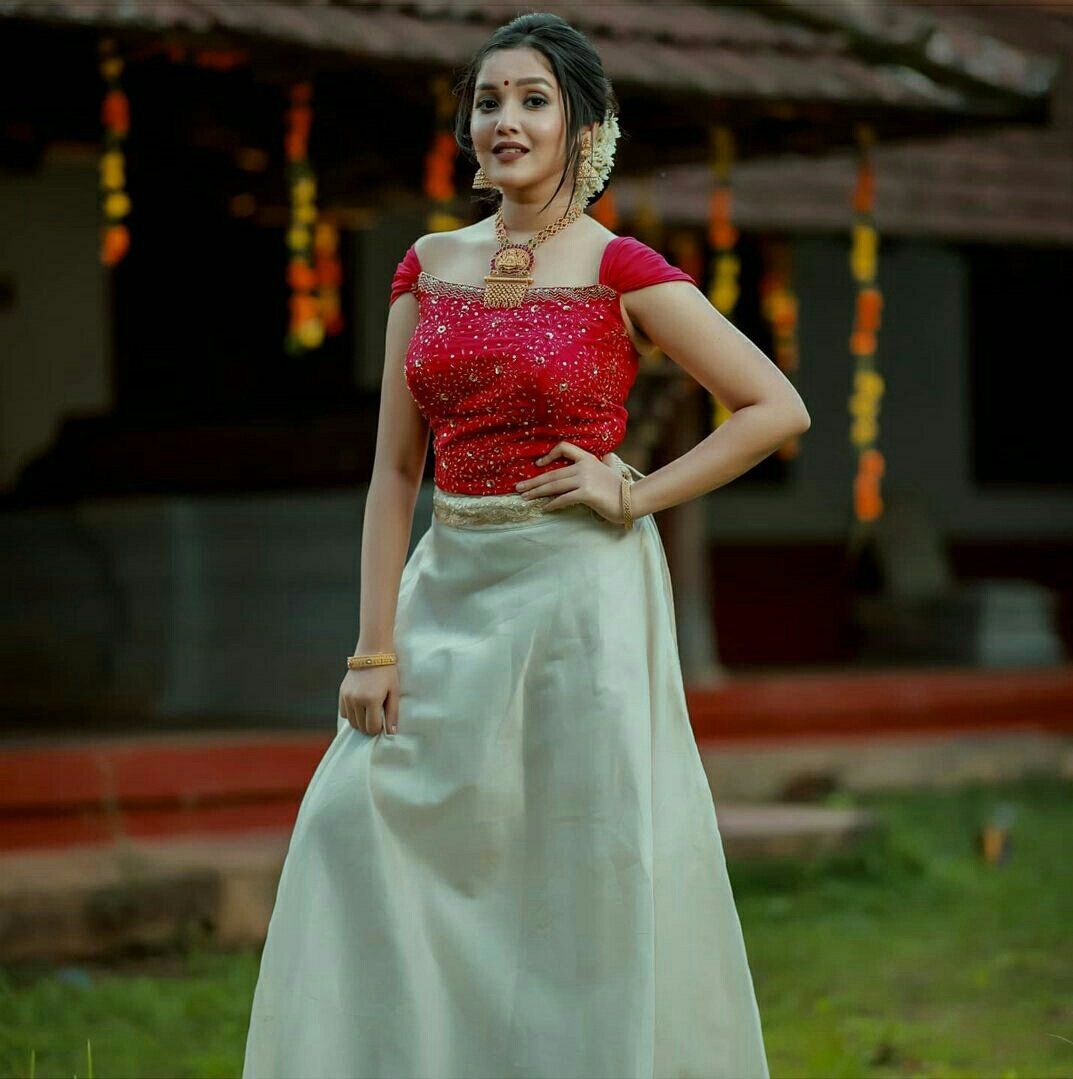 Actress  Anikha Surendran Onam celebration photos